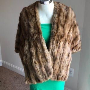 VINTAGE FUR SHAWL STOLE WITH SIDE POCKETS